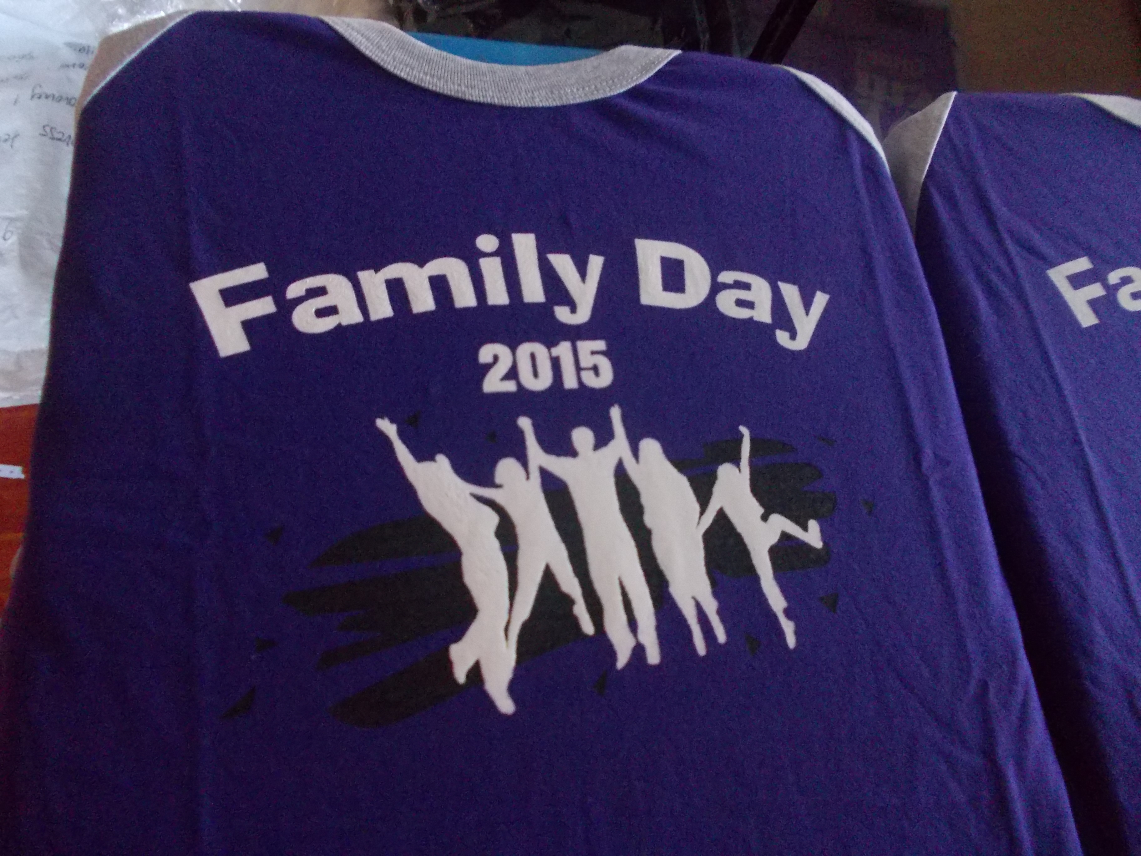 Contoh design t shirt family day - Tshirt Family Day